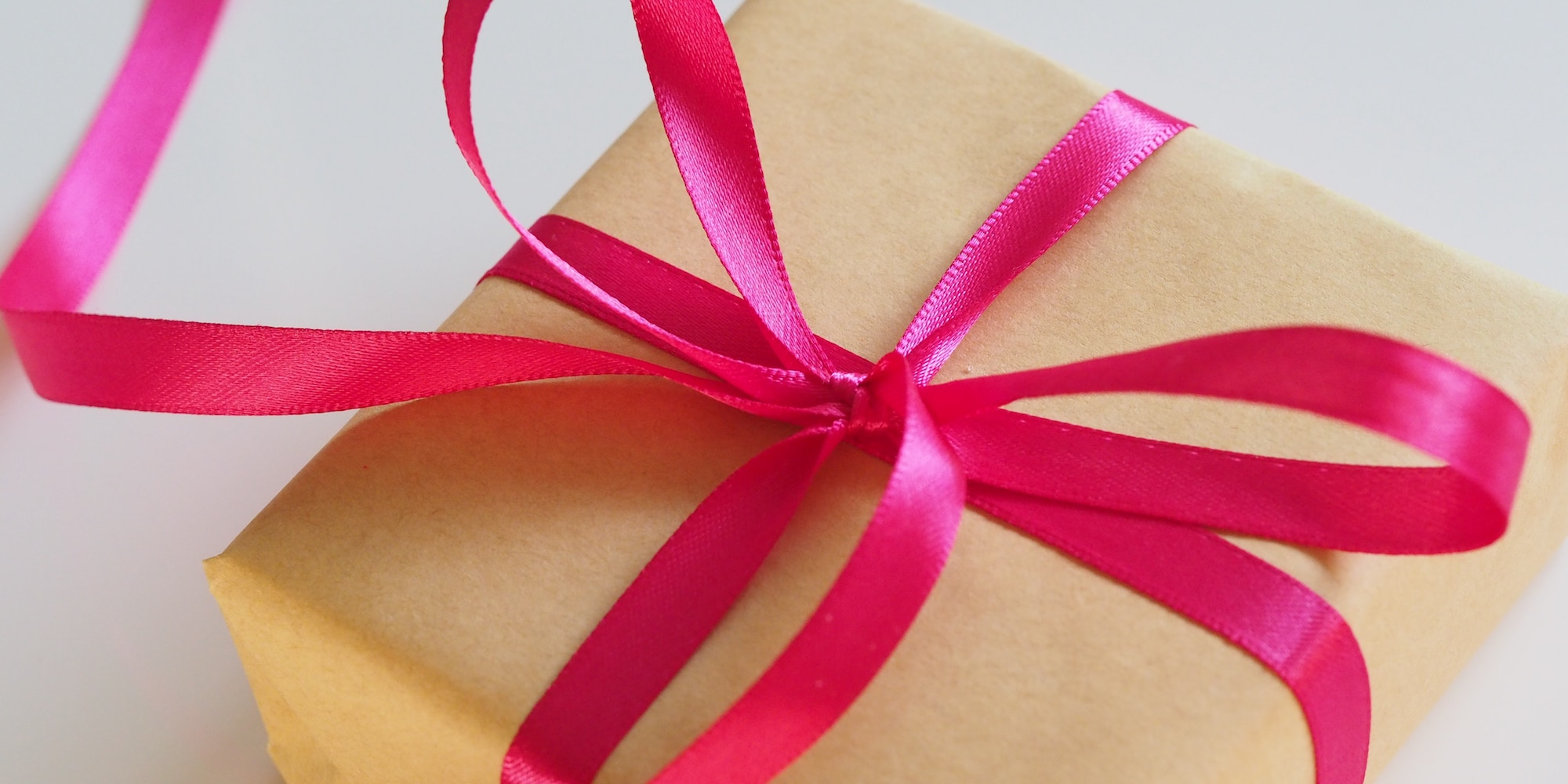 A package with a pink ribbon to symbolize Web Bundles